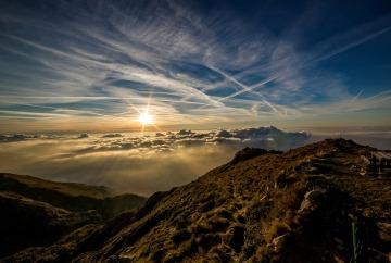 dawn-on-mountain